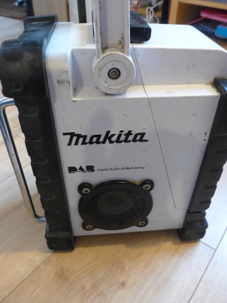 makita bmr101 lithium dab radio with battery ebay. Black Bedroom Furniture Sets. Home Design Ideas